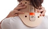 vrouw met nekklachten na ongeval